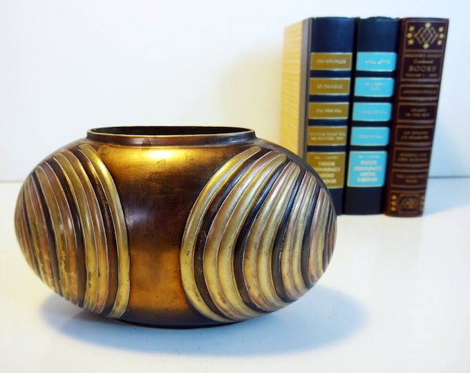 Mod Boho Vintage Brass Vase Oval Oblong Short Wide Solid Brass w/ Stripes - Hollywood Regency Heavy Vase - Mid century Home decor