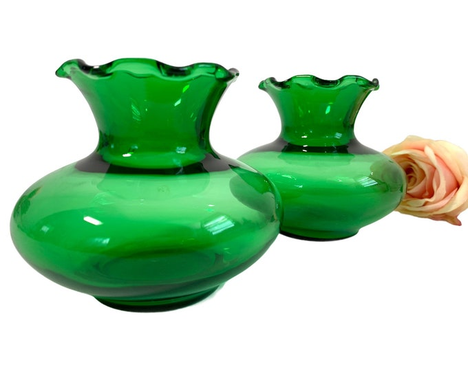 2 VINTAGE ANCHOR HOCKING Green Ruffle Edge Short Glass Vases - Set 2 - Pair Retro Mid Century Bright Colored Low Bud Vases