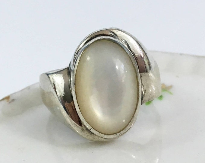 Mother of Pearl and 925 Sterling Silver Ring Jewelry - Size 6 1/2 - Modern / Mod Statement Ring - Simple Sleek Ring Vintage Mid Century Boho