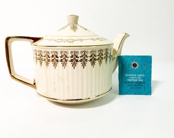 Vintage Sadler 3095 Gold on Ivory Teapot w/ Lid - Retro Tea Pot Leaves Flowers Lines on Spout, Handle England Pottery Kitchen Decor Serving