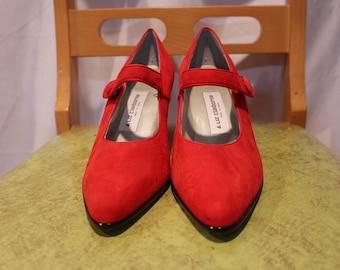 f1f24aaf9f1c4 Vintage red suede Liz claiborne shoes