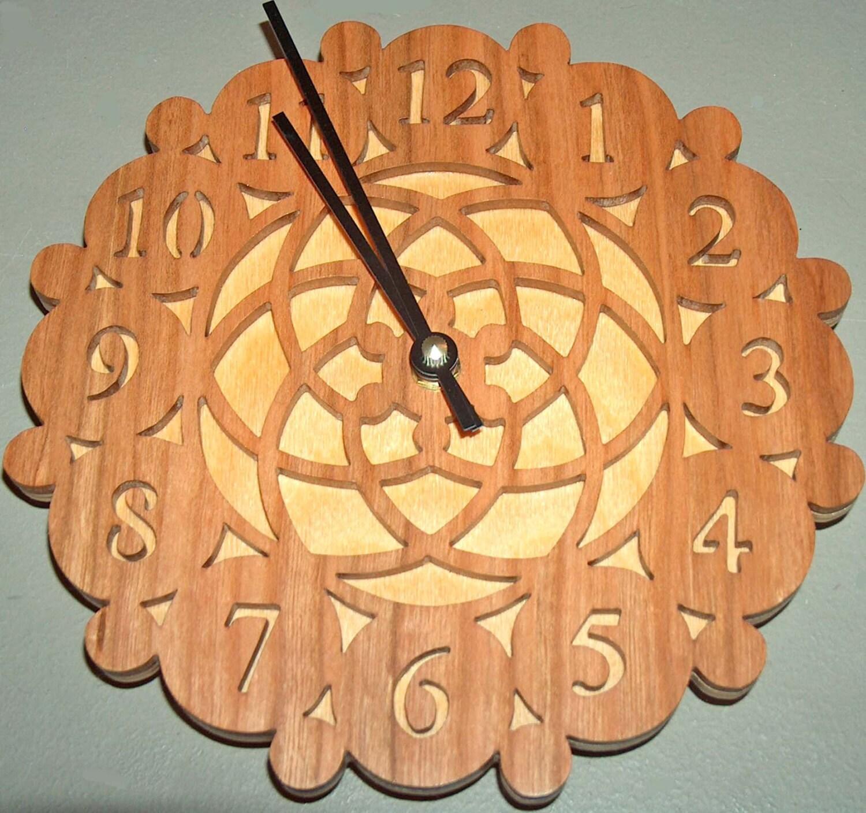 Idée Cadeau Pendaison De Crémaillère horloge murale unique, idée cadeau, bois à la main en horloge, horloge de  la scie à chantourner, home decor, horloge décorative, rustique, cadeau