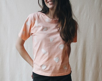 Upcycled 80's graphic peach tee | Pastel pink cotton top with white spots | Handmade orange white polka dot top | Abstract graphic t-shirt