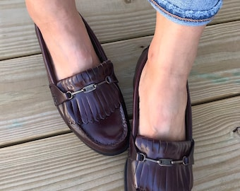 1ffdddfb20c Vintage Classic Bass Woman s Fringe Loafers Woman Size 8 1 2 Glossy Dark  Brown Leather Loafers