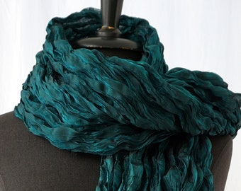 SCARF PLEATED  iridescent, Plissee, blue metallic, black, crashed, pleated