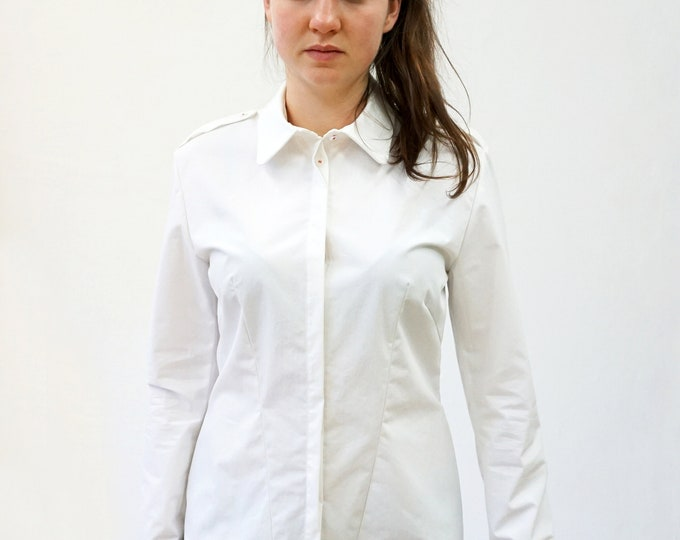 PIONEER BLOUSE with shoulder flaps and concealed buttons, with screen print