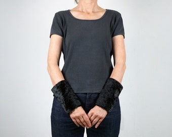 FUR CUFFS Arm Warmers, Wrist warmers, in black or white, Fake Fur