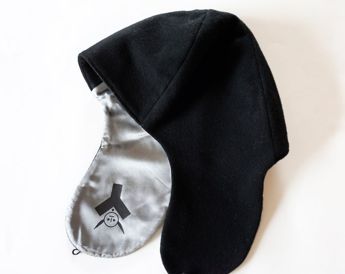 CAP in black, wool and cashmere, for winter, with screen prints