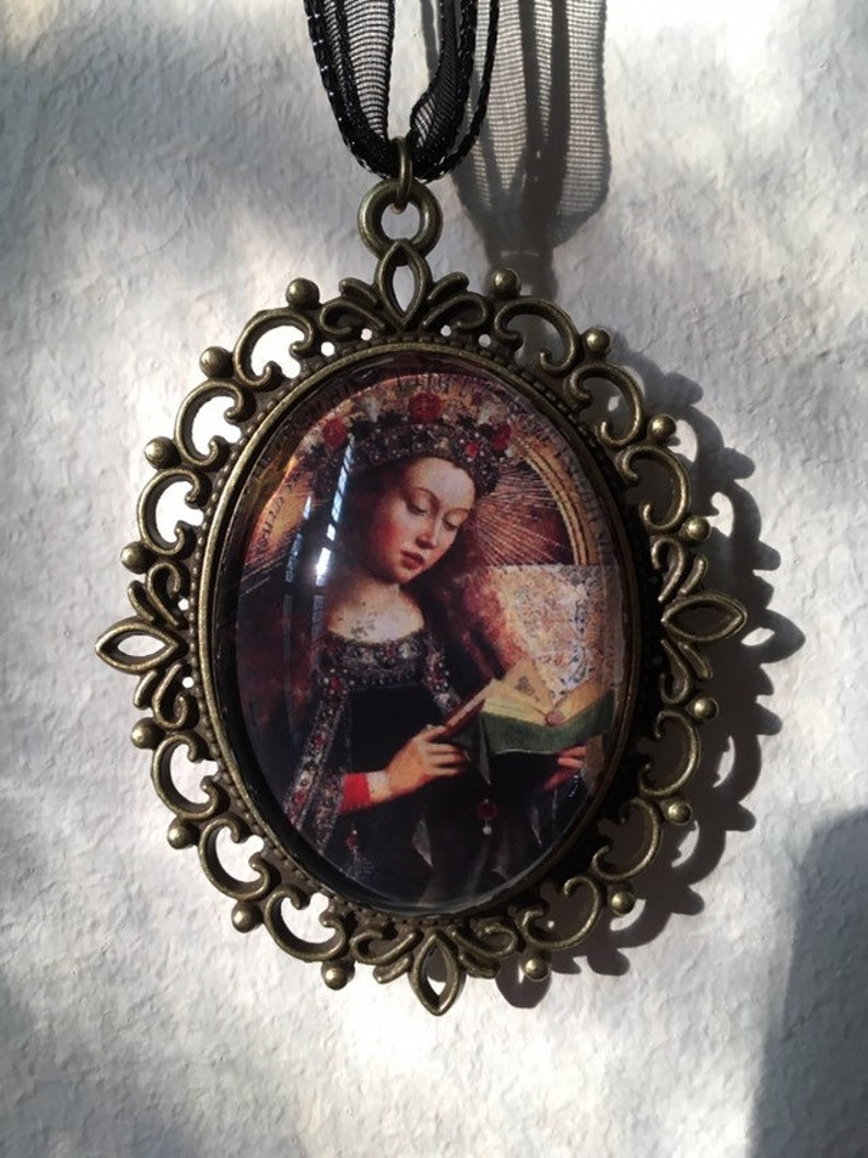 Jan van Eyck pendant  Virgin mary reading a book  FREE image 0
