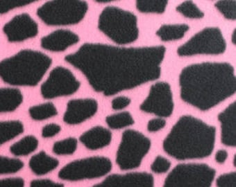 1 Set of  Giraffe Print On Pink Print,  Seat Covers and Steering Wheel Cover Custom Made.