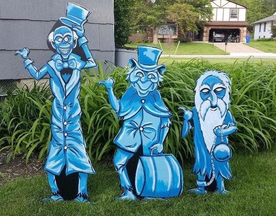 Haunted Mansion Hitchhiking Ghosts Halloween Yard Art