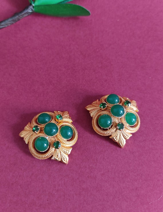 Vintage Gold Earrings clip on with green stone //