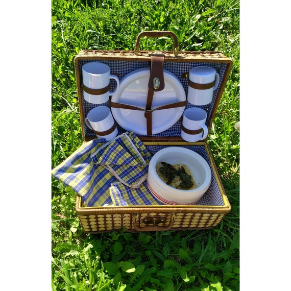Complete Vintage Wicker Picnic Basket with set Din