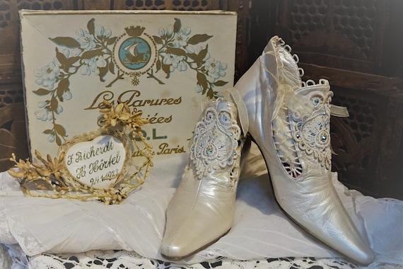 Vintage Lace Wedding shoes // Vintage leather heel