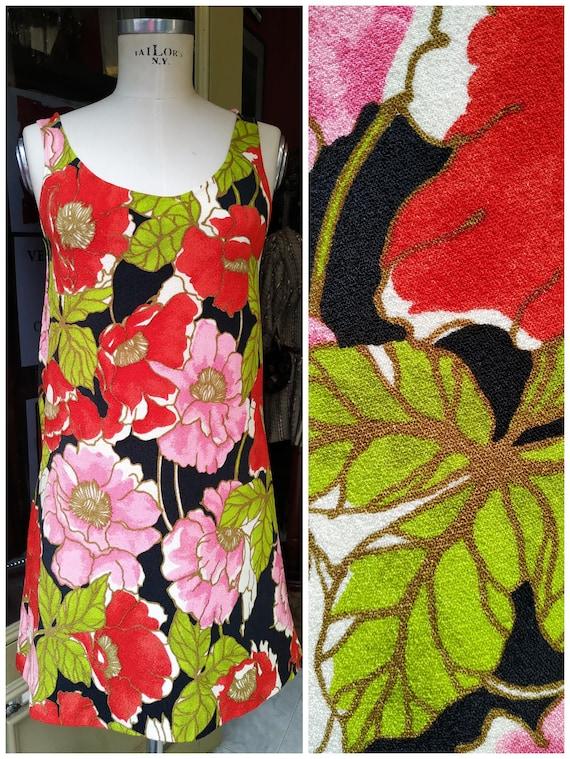 Vintage Mini Dress 70s Flowers // 1970s flower pow