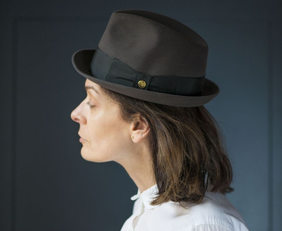 574a372c74be0 Teen s hat stingy brim. Grey trilby hat vintage. Felt