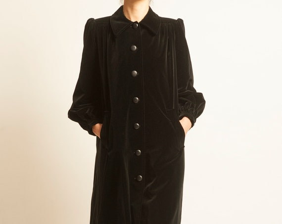 Coat Yves Saint Laurent from 1970's black velvet