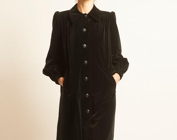 Coat Yves Saint Laurent from 1970's black velvet