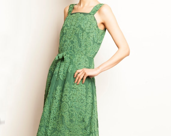 1960's green tulle rebrodé flower motif no sleeves cocktail dress