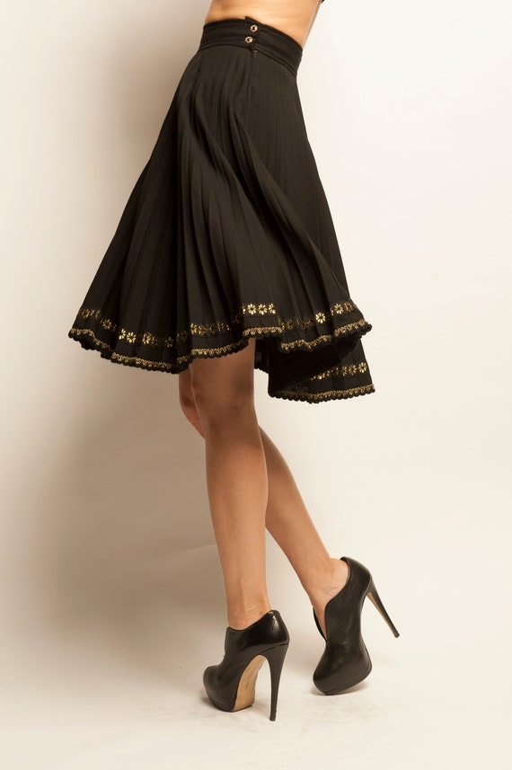 Emanuel Ungaro 1980's embroidered ending pleated skirt
