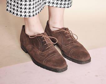 b3095e670fb5d des années 90 oxford Suède brogues classiques chaussures rétros chaussures  CLASSIC oxford oxford BCBG Chaussures   taille 40 UE   6.5 uk   9 us