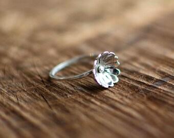 silver ring, minimalist, discreet, romantic, delicate flower, spring