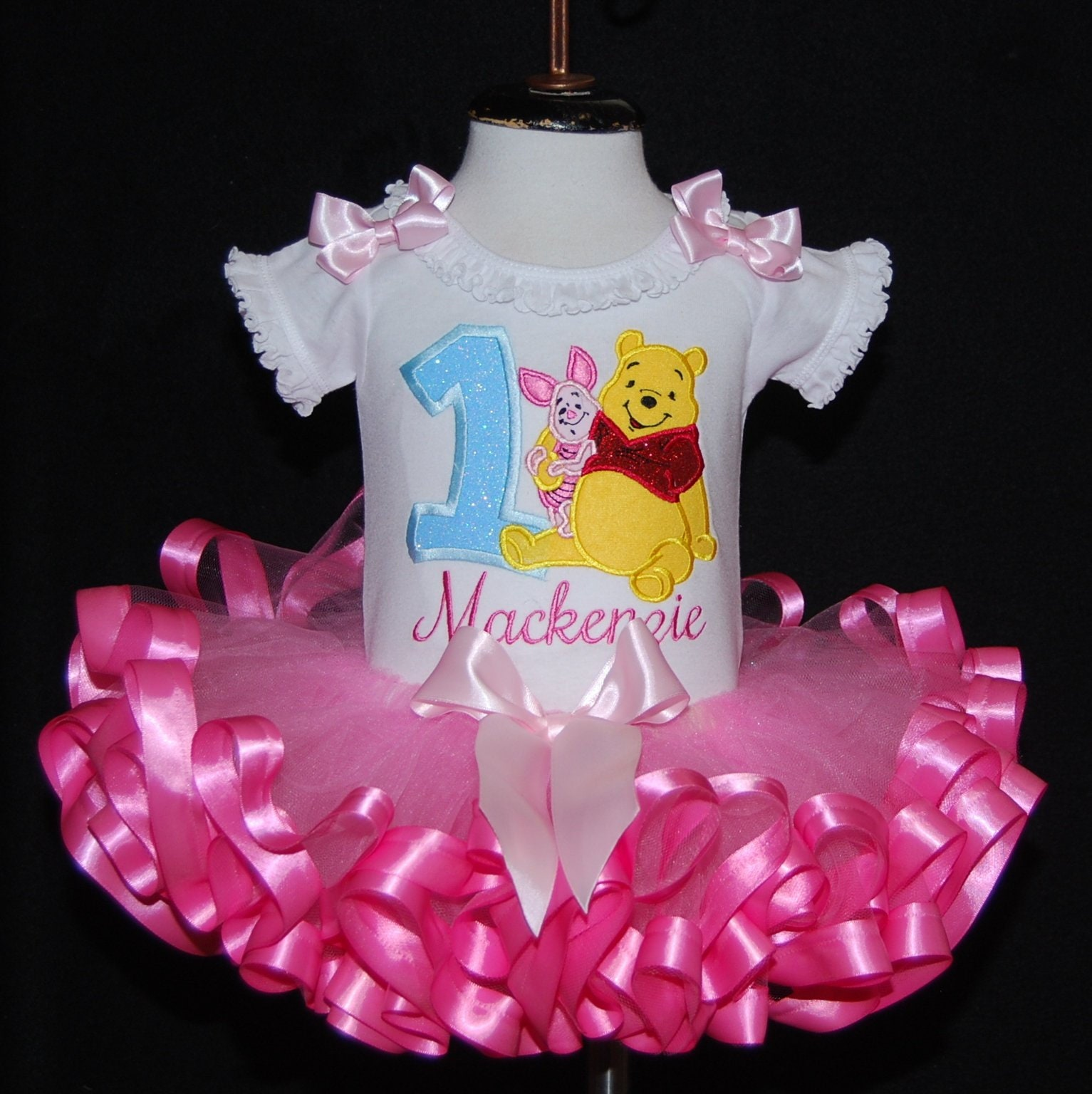 Winnie the Pooh birthday girl outfit , Pooh Bear birthday outfit 1st birthday outfit personalized cake smash birthday tutu dress ribbon tutu