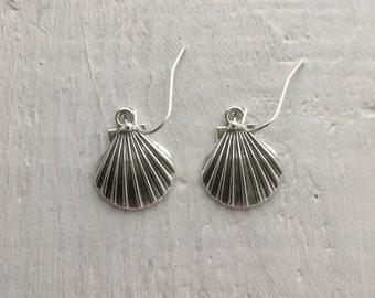 Seaside jewellery, shell earrings, beach style earrings, scallops shell earrings, perfect holiday wear, summer earrings