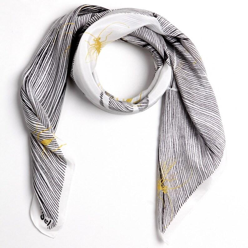 c0a0a60cb54 Foulard carré de soie à la main foulard imprimé en soie