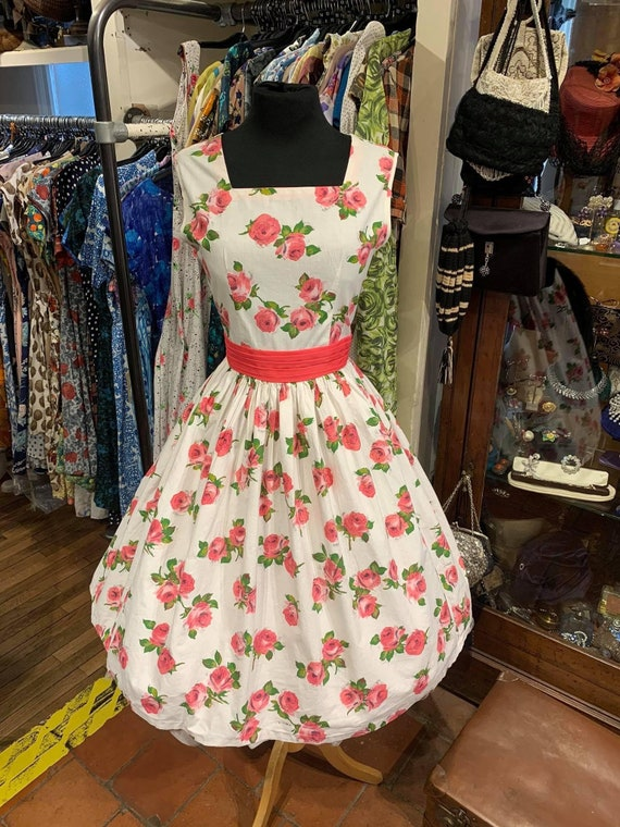Beautiful 1950's rose print dress