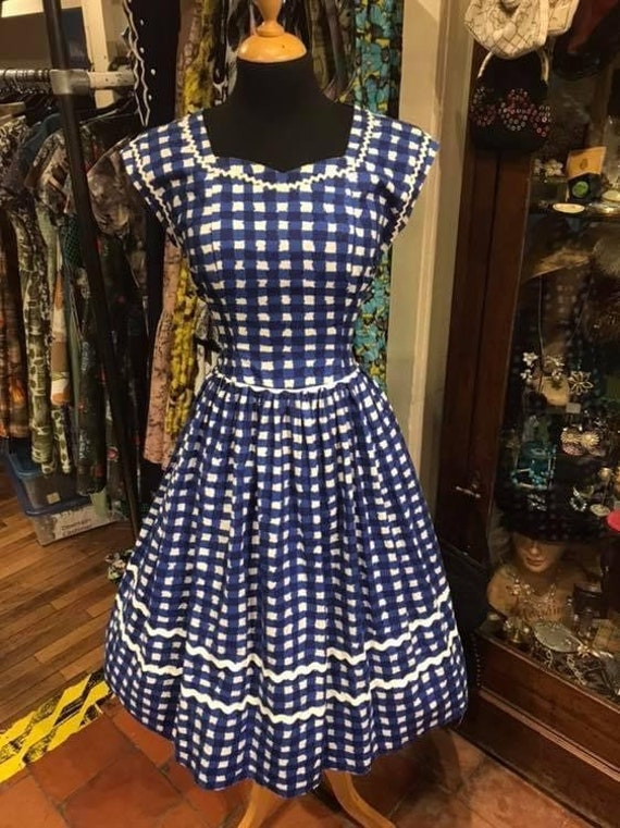 Gorgeous 1950s cotton day dress