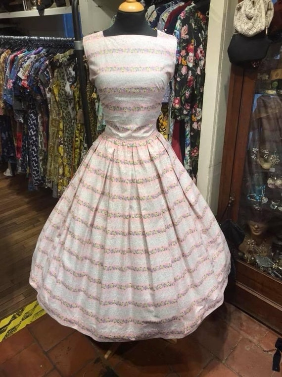 Pretty 1950s cotton day dress