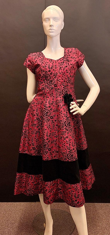 Flocked volup 1940s dress
