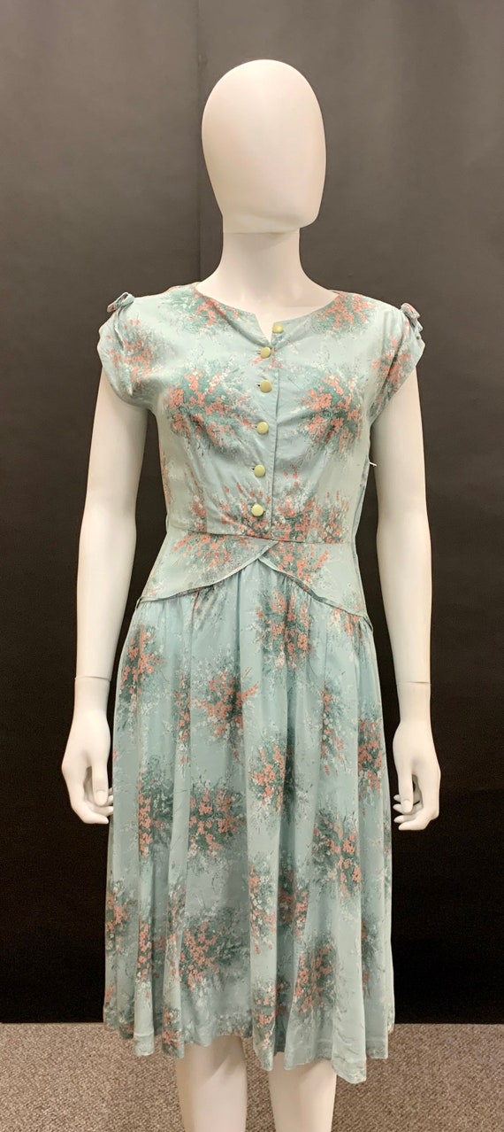Beautiful 1940s day dress