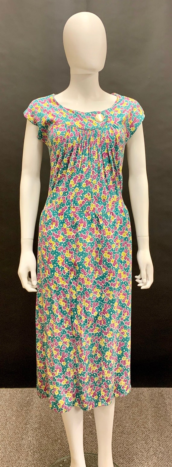 Lovely volup late 30's cotton day dress