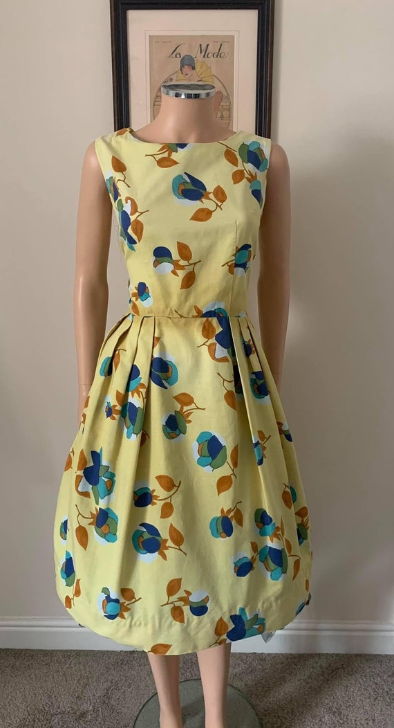 Cute 1950s cotton day dress