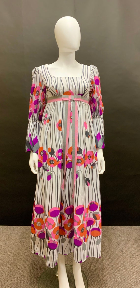 Gorgeous 60's border print dress