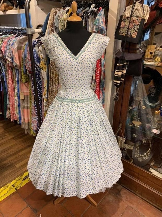 Beautiful 1950s cotton day dress