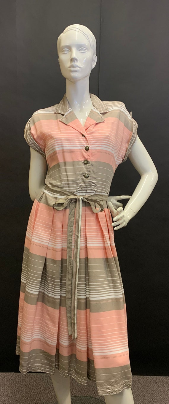 Gorgeous 1940s day dress