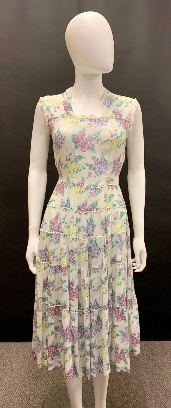 Pretty 1940s day dress