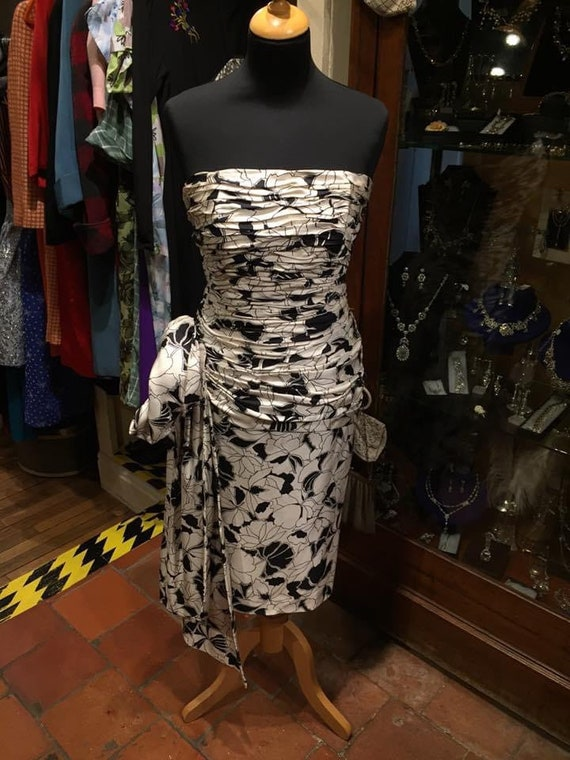 Gorgeous 1950s wiggle dress