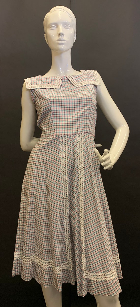 Pretty 1940s cotton dress