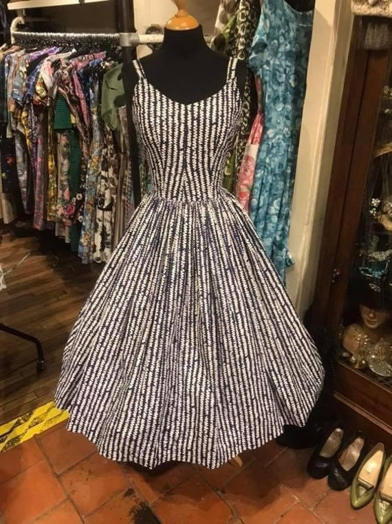 Beautiful 1950s day dress