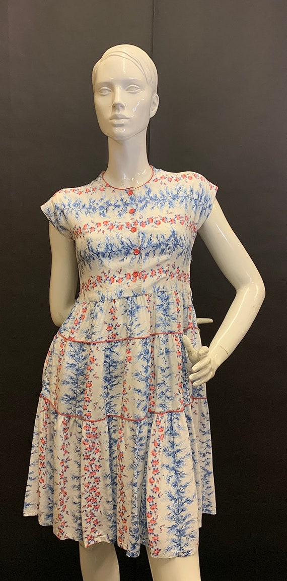 Beautiful 1940s cotton day dress