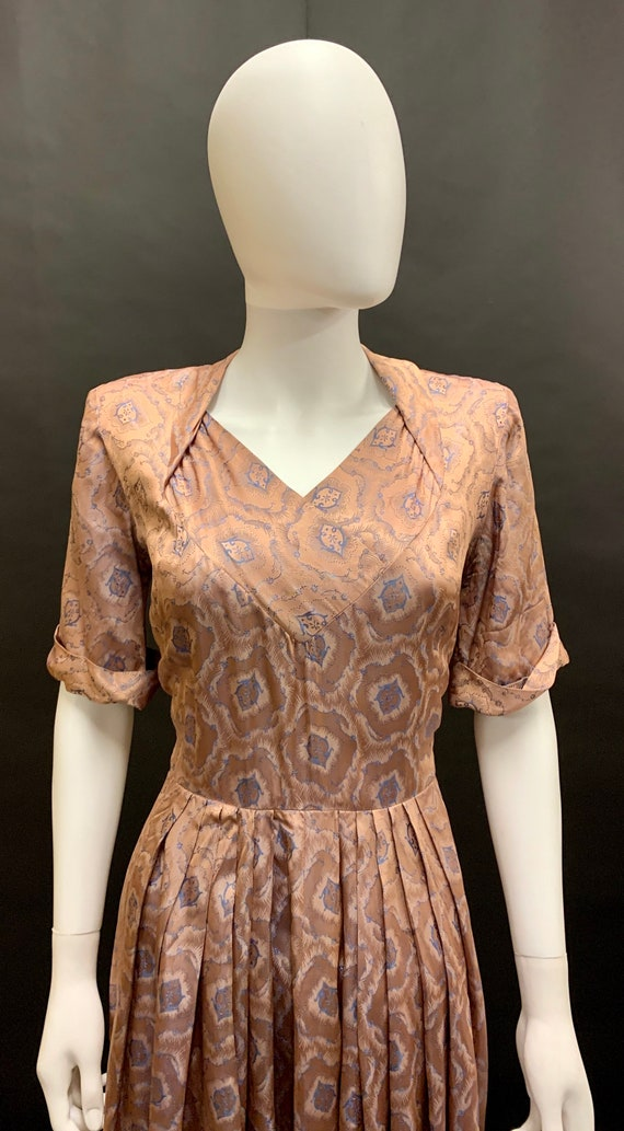 Stunning volup 1940's brocade dress - image 2