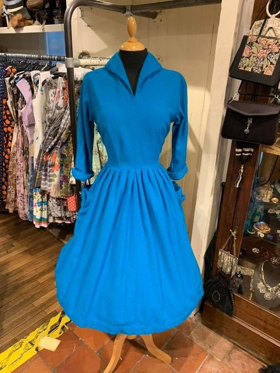 Lovely winter weight 1950s day dress