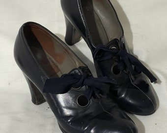 Really cute 1930's leather pumps (approx uk size 3.5)