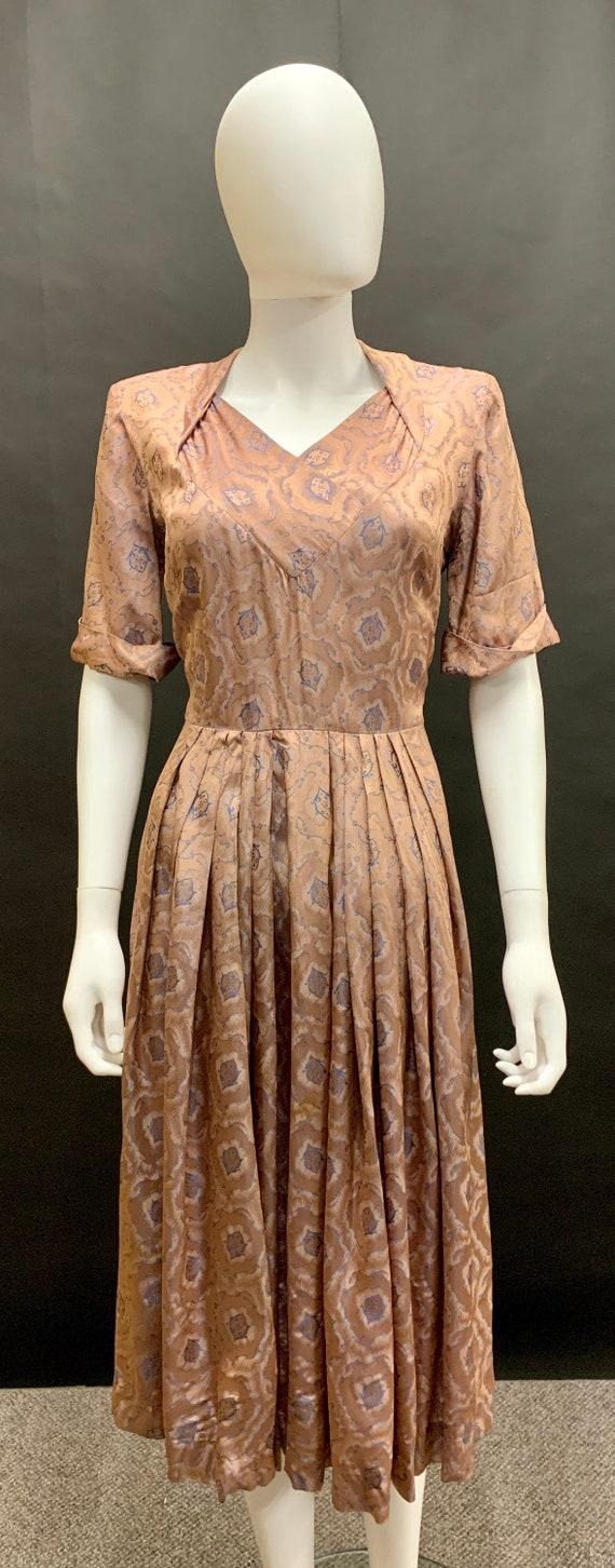 Stunning volup 1940's brocade dress - image 1