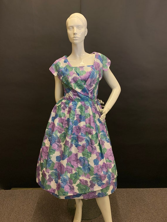 Nylon 50s day dress