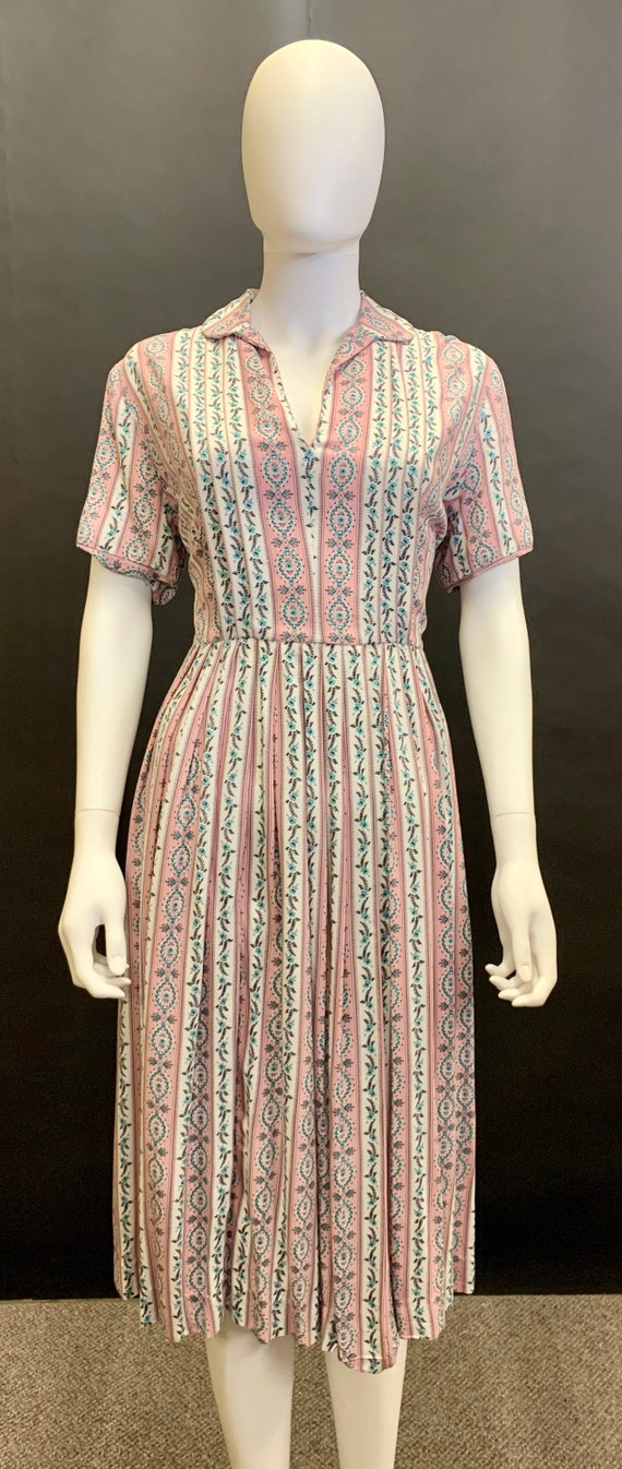 Beautiful volup 1940s cotton day dress
